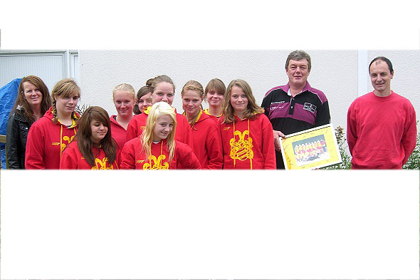 U17-Mädchen bedanken sich bei Michael Müller