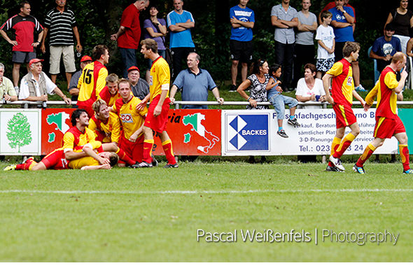 Meisterschaft 2011/12. Mengede gewinnt das 1. Spiel