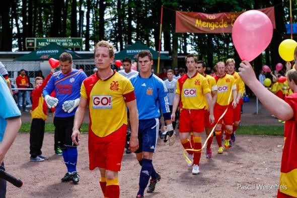 Hier kommt der Aufsteiger: Andreas Uphues führt die Mannschaft als Kapitän an.